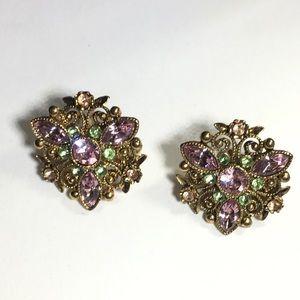 AVON VTG gold tone flower Rhinestone clip earring